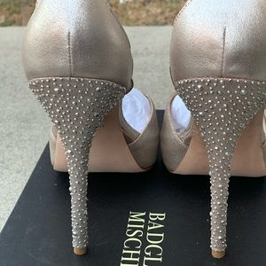 Badgley Mischka champagne sparkle pumps